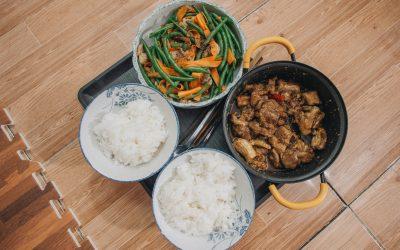 Recette de cuisine à base de viande de porc, de riz et de légimes